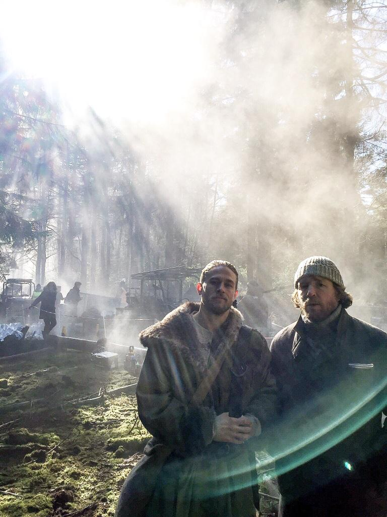 A Charlie Hunnam-féle Artúr Király első képe és sztorija