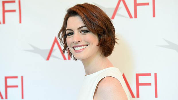 Anne Hathaway érdekes romkomon dolgozik?