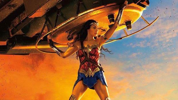Wonder Woman és egy tank