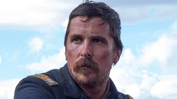 Christian Bale a Hostiles első hivatalos képén