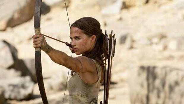 Lara Croft új fotón nyilal